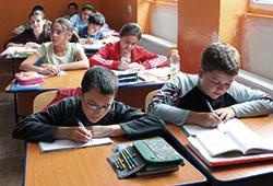 elevi-banci-scriind-31vt