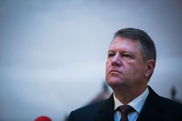 Klaus Iohannis se înscrie oficial la BEC pentru prezidențiale