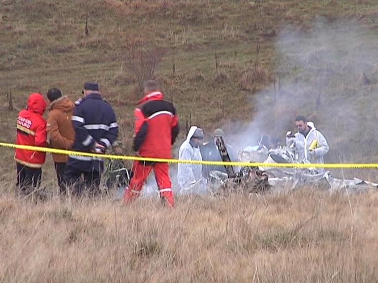 FOTO: Scene dramatice la locul producerii accidentului aviatic. Localnicii care au ajuns primii acolo au fost șocați