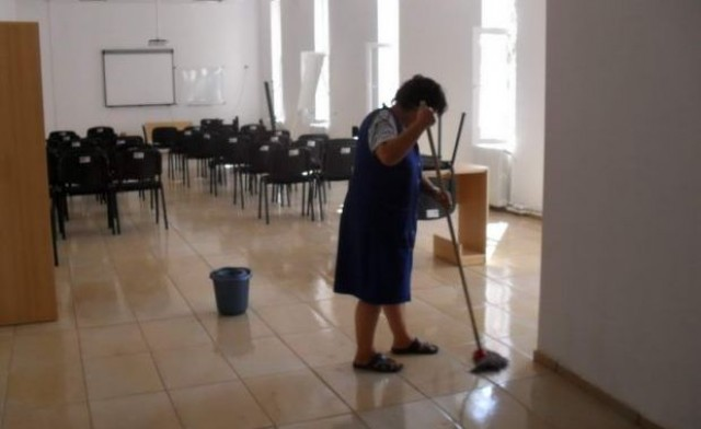 femeie-serviciu