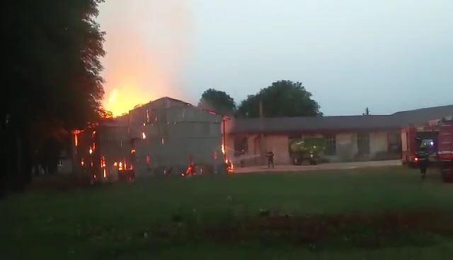 Incendiu depozit baloti Tirnava 1
