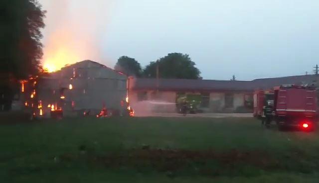 Incendiu depozit baloti Tirnava