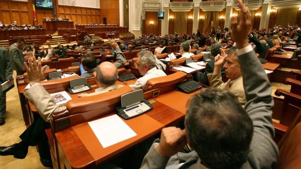 USR a depus legea anti-pensii speciale